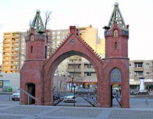 Das AEG-Tor an der Brunnenstraße, auch Beamtentor genannt. Foto: Hensel