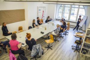 Im Tuechtig ist auch Platz für Besprechungen. Foto: Matthias Steinbrecher