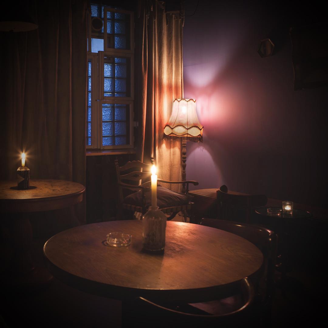 Oh!Calcutta heißt eine ungewöhnliche schummrige Bar in der Koloniestraße