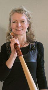 Anna Schubert mit ihrem Alphorn. Foto ©: Anna Schubert