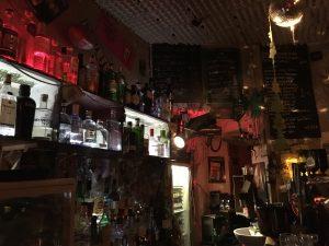 Blick hinter den Tresen der F-Bar Grüntaler Straße - Foto: N. Roth