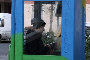 Die Bücherbox in der Hussitenstraße wird genutzt! Foto: Schnell