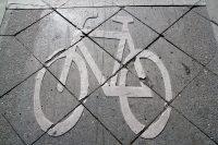 Radsymbol auf den Beton gemalt. Foto: Hensel