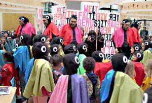 """Lauter Vielfalter: Kinder der Kita Vielfalter in der Exerzierstraße testen die Ausstellung """"1, 2, 3 Kultummel"""" im Labyrinth Kindermuseum. Foto: Hensel"""