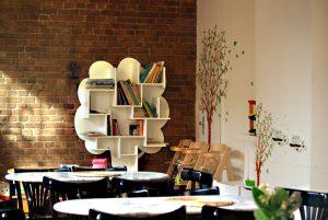 Im Familiencafé der NachbarschaftsEtage. Foto: Andrei Schnell