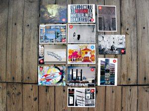 """Postkarten mit Motiven der Ausstellung """"mein wedding 4"""" auf der Müllerstraße. Foto: Hensel"""