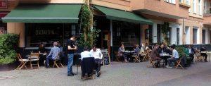 Außenansicht eines Cafés