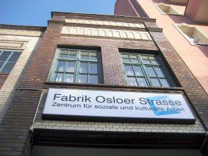 Eingang zum Hof der Fabrik Osloer Straße, wo auch die NachbarschaftsEtage zu Hause ist. Foto: Hensel