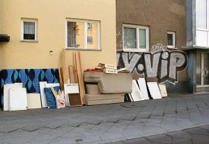 Sperrmüll - einfach auf die Straße gestellt. Foto: Hensel