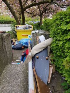 Vermüllter Müllplatz. Foto: Annette Santo