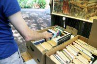 Bücher gibt es natürlich auch. Foto: Hensel