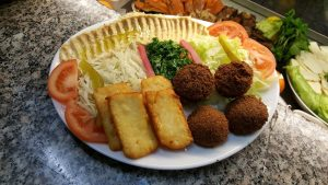Halloumi Falafel Hummus Gemüse