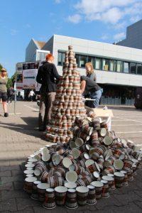 So viele Becher werden an der Hochschule an einem Tag verbraucht. Foto: RZE