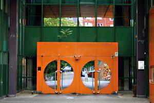 Heute sind die Eingangstüren verschlossen. Foto: Christian Kloss, urbanophil