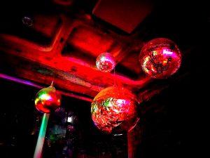 Diskokugeln in einer Bar