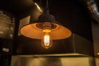 Lampe mit Glühbirne