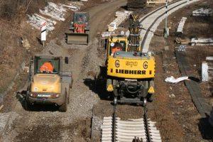 Bauarbeiten auf einer Schiene