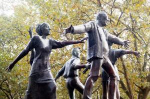 Figuren auf dem Brunnen auf dem Nettelbeckplatz. Foto: Annika Keilen