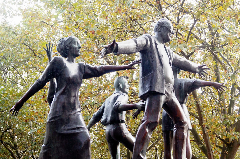 Bronzefiguren auf dem Brunnen auf dem Nettelbeckplatz.