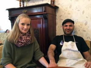 Anne und Haidar, die Betreiber des Antik Cafés in der Nazarethkirchstraße. Foto: Andreas Oertel