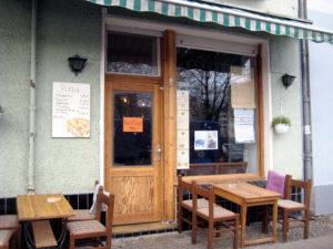 Der Eingang des Antik Cafés. Foto: A. Schnell