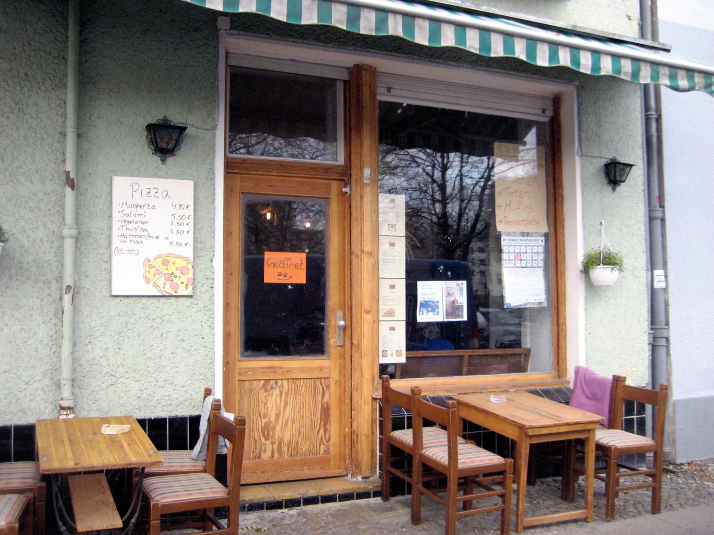 der eingang des antik cafes foto a schnell