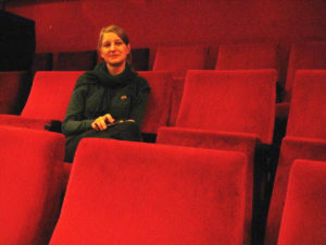 Anne Lakeberg im Kinosaal.