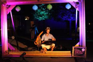 Yatao mit Handpan und Didgeridoo auf dem Utrechter Platz. Foto: georg+georg