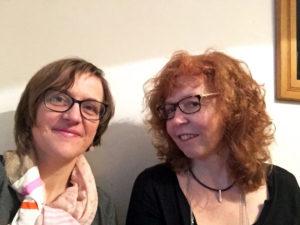 Doreen Trittel (links) und Susanne Haun bei bei einem Treffen zur Planung des Kusntsalons. Foto: D. Trittel