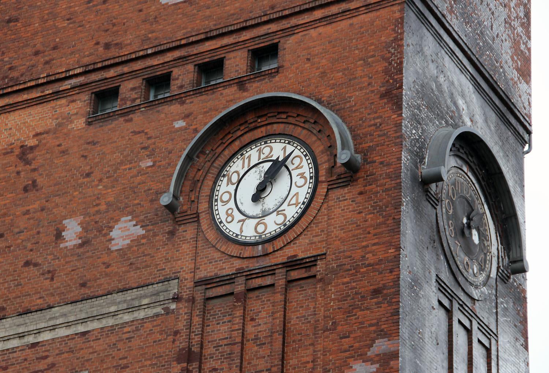 Tickt wieder: die Turmuhr auf dem ehemaligen AEG-Gelände. Foto: Hensel