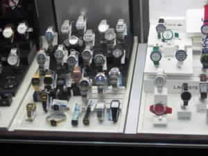 Armbanduhren im Schaufenster eines Geschäfts in der Brunnenstraße. Foto: Hensel