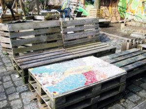 Aufwändig gestaltet wurde der Tisch im Garten. Foto: Hensel