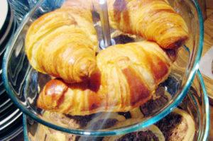 Geht es nach dem Bezirk, gibt es sie bald an jeder Ecke: Croissants. Foto: Hensel