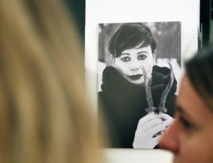 """Ein Bild aus der Ausstellung """"Auf der Suche nach dem verlorenen Körper"""" in der art.endart Galerie in der Drontheimer Straße. Foto: Hensel"""