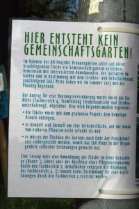 Das Schild erklärt die Gründe für die Ablehnung des Gartens. Foto: Schnell