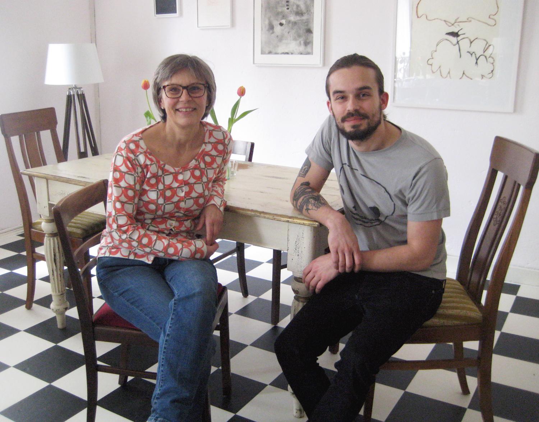 Dzintra Kottmann und ihr Sohn Adrian. Zum Café-Team gehören noch fünf weitere Familienmitglieder. Foto: Hensel