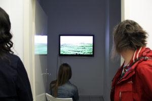 Ein Video vom Francois Knoetze wird in der Toolbox in der Koloniestraße gezeigt. Foto: Hensel