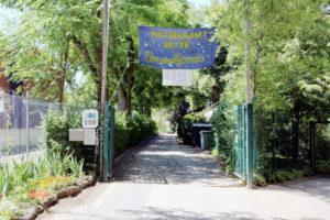 Hier geht's lang: Der Eingang zum Schul-Umwelt-Zentrum Mitte. Hier wird der Umweltpreis des Bezirks verliehen. Foto: Hensel