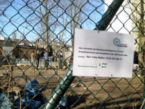 Schild am Zaun des Gemeinschaftsgarten Wilde 17 in der Böttgerstraße. Foto: Hensel