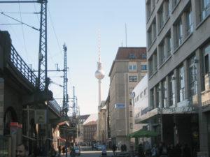 Fernsehturmblick von der Friedrichstraße aus. Foto: Hensel