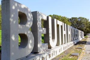 Beuth: Der Name steht in großen Lettern vor der Hochschule in der Luxemburger Straße. Foto: Hensel