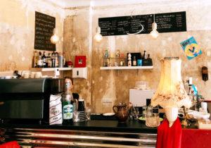 Der Tresen im Café Spazio. Foto: J. Faust
