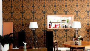 Das Café Motte ist geschmackvoll eingerichtet, ganz wie bei der Familie Kottmann zu Hause. Foto: QIEZ
