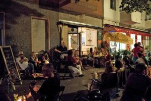 Konzert vorm Kakadu in der Soldiner Straße. Foto: Patrick Albertini
