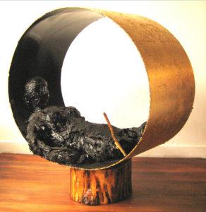 "Gabriele D.R. Guenther, ""Zersetzt |Verstoßen"", 2006, Blattkupfer/Acryl/Wachs/Draht/Mischtechnik auf Plastik/Holz/Papier/Metall, 112 x 110 x 60 cm"