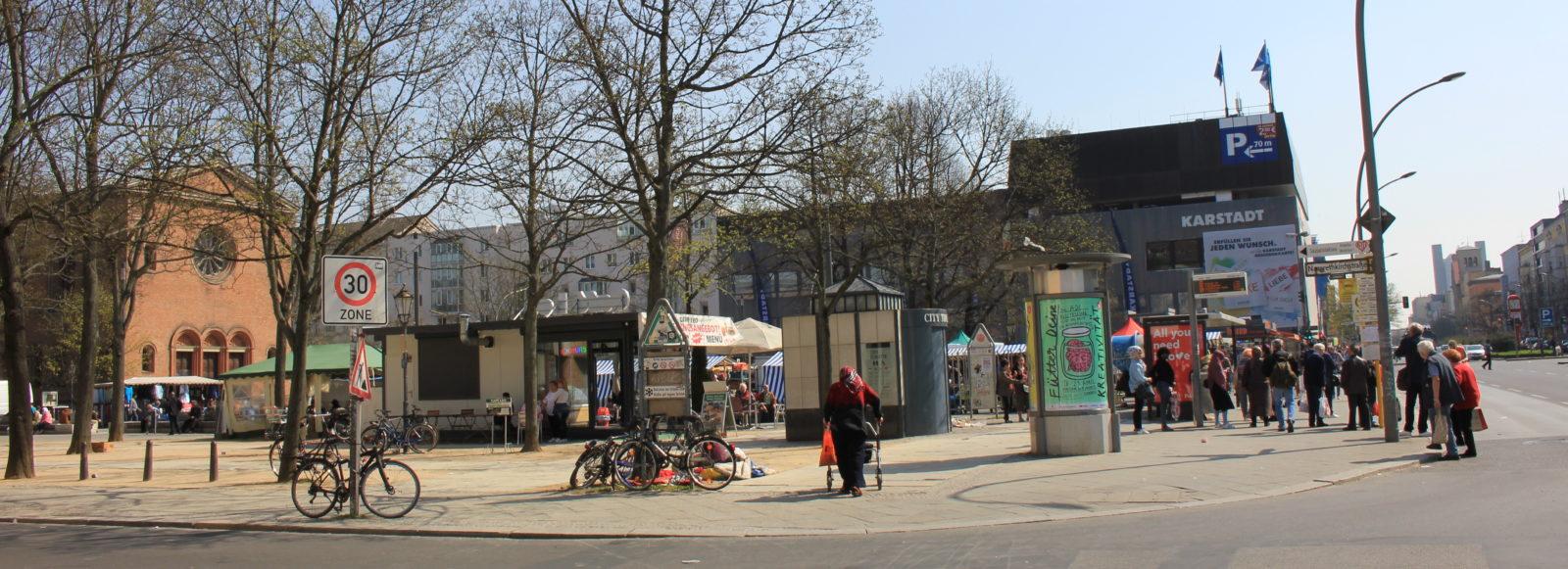 Im bunten Treiben rund um den Leopoldplatz werden die Schlafplätze der Obdachlosen oft übersehen, Foto von Susanne Haun