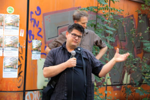 Stadtsoziologe Andrej Holm bei der Kundgebung. Foto: Hensel
