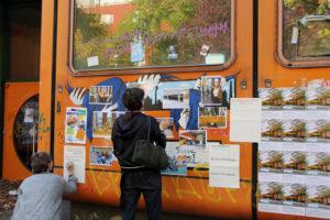 Fotos von einem Kunstprojekt mit Kindern. Sie hatten ihre Wünsche für die Nutzung des Gebäudes erarbeitet. Foto: Hensel