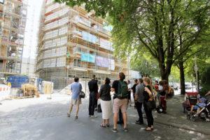 Regelmäßig gab es während der Bauphase Baustellenbesichtigungen. Sie waren stets gut besucht. Foto: Hensel