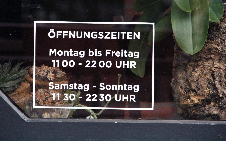 Die Öffnungszeiten des Restaurant Nguyen Kitchen in der Brunnenstraße. Foto: Hensel